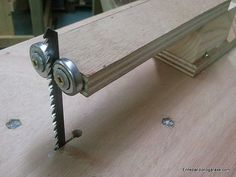 Jigsaw table vertical blade guide - Woodworking With DIY Tools