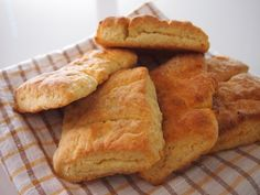 Kampanisu on perinteinen Peräpohjalainen ja/tai Koillismaalainen leivonnainen suoraan kasken tuoksuisesta historian hämärästä.Kampanisu