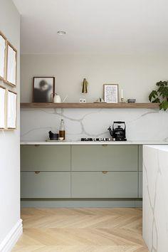 Home Decor Kitchen, Kitchen Interior, Home Kitchens, Little Big House, Küchen Design, Interior Design, Victorian Terrace House, Outdoor Kitchen Bars, Mid Century Modern Kitchen