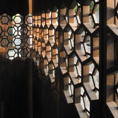 (JAYNE - The screen can provide a little secret space to the customers, also it has hexagon shapes which could link to the molecular.  )Suquan Yuan / TM Studio