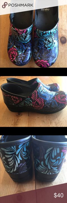 Dansko Clogs Size 40 Awesome Dansko clogs in like new condition!  Size 40 (US 9.5). These are crazy comfortable and last forever. Dansko Shoes Mules & Clogs