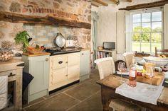 Luxury Self-catering Cottage Denbighshire North Wales, Luxury Cottage for Self-Catering in Denbighshire, Eirianfa - Luxury Report New Kitchen, Kitchen Dining, Kitchen Decor, Kitchen Ideas, Kitchen Country, Kitchen Rustic, Country Farmhouse, Country Decor, Kitchen Island