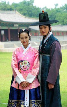 "The Princess' Man 공주의 남자 (2011) Moon Chae Won as Lee Se Ryung and Park Shi Hoo as Kim Seung Yoo #Kdrama. She's wearing a ""princess"" hanbok."