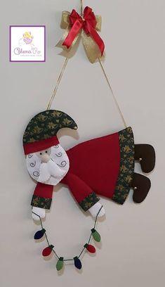 Enfeite de parede papai noel com molde Mini Christmas Tree, Christmas Ornament Crafts, Etsy Christmas, Christmas Sewing, Christmas Makes, Christmas Fabric, Xmas Crafts, Felt Ornaments, Christmas Projects