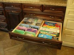 2nd floor - Kitchen - Range wall - top drawer (J4) - storage for wraps, foil, plastic bags & other food storage