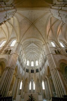 Gotic a Vezelay / Gothic in Vezelay by SBA73, via Flickr. Muchas iglesias fueron construidas con los principios góticos.