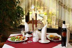 A może kolacja we dwoje? http://www.hotelklimek.pl/smaki |   Maybe a dinner for two? http://www.hotelklimek.pl/en/tastes #restaurant #dinnerfortwo #tablefortwo #wine #dinner #restauracja #stół #wedwoje #kolacja #obiad