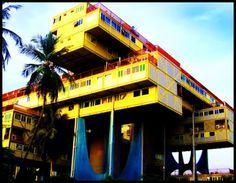 Este es un edificio emblemático en Puerto La Cruz, su nombre tiene una reflexión Residencias Árbol Para Vivir, muy simbólico. Venezuela