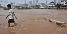 I fiumi della Cina.  Secondo un rapporto interno, più della metà dei fiumi cinesi sarebbero scomparsi. Colpa di stime inesatte o dell'inquinamento? (Reuters/Stringer)