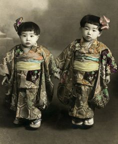 Children in traditional kimonos.  Hand-colored photo, about 1900, Japan.