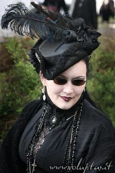 "Gothic Jewelry Victorian gothiccharmschool: ""The hat! The glasses! The jewelry! The whole damn thing! Victorian Hats, Victorian Steampunk, Victorian Fashion, Gothic Fashion, Tim Burton Style, Dark Look, Fancy Hats, Gothic Jewelry, Gothic Accessories"