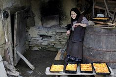traditional goodies from Bucovina,Romania. Baguette, Barbecue Area, Outdoor Oven, How To Make Bread, Bread Making, People Around The World, Old Pictures, Outdoor Decor, Bulgaria