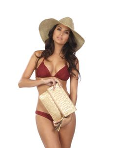 Just gorgeous!  ále by Alessandra Sancho sun hat and La Pluma clutch.  #alebyalessandra #bohochic #beachchic  www.solescapes.com