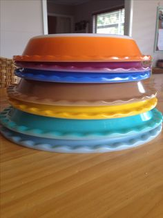 Agee pyrex scalloped pie plates