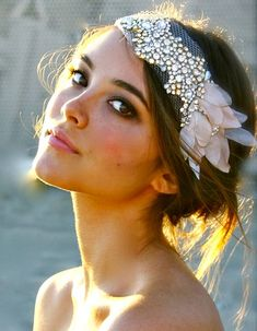 bridal headpieces What do you imagine when you hear the words 'boho bride'? I think of a beautiful girl who is dressed in a relaxed way and looks like a nymph. This style is perfect Wedding Styles, Wedding Photos, Hair Inspiration, Wedding Inspiration, Design Inspiration, Dream Wedding, Wedding Day, Gatsby Wedding, Gatsby Party