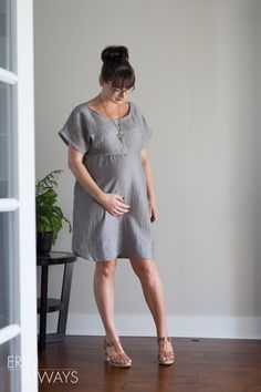 Erin modified this pattern from the imagine gnats shop to be a lovely double gauze maternity fen dress that's perfect for all seasons.