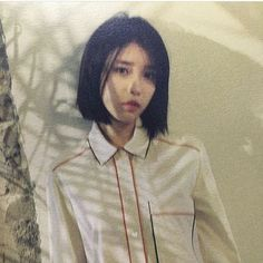 can you make feel me feel a thousand hands from you and only you? Iu Short Hair, Iu Hair, Short Hair Styles, Korean Girl, Asian Girl, Pretty Woman, Pretty Girls, Celebrity List, High School
