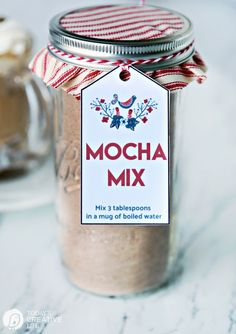 Hello, Skip to My Lou readers! I'm sharing this Easy Mocha Mix Gift Idea for simple homemade gifts you can give to friends and neighbors! Jar gifts make wonderful neighbor gifts. Simple holiday gifts that Homemade Mocha, Homemade Hot Chocolate, Chocolate Mix, Christmas Mix, Christmas Drinks, Christmas Ideas, Hallmark Christmas, Christmas 2017, Christmas Baking