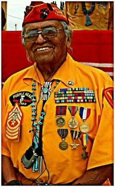 Navajo Native American - World War II Hero for the USA - code talker Native American History, Native American Indians, American Symbols, American Veterans, Native Indian, Before Us, First Nations, Military History, Code Talker