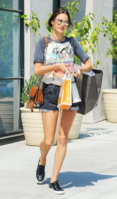 Alessandra Ambrosio does some shopping in a concert tee e754cc46a4e