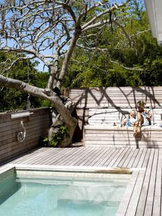 Stock Tank Swimming Pool Ideas, Get Swimming pool designs featuring new swimming pool ideas like glass wall swimming pools, infinity swimming pools, indoor pools and Mid Century Modern Pools. Find and save ideas about Swimming pool designs. Small Pool Design, Deck Design, Villa Design, Design Hotel, Landscape Design, Pool Decks, Outdoor Swimming Pool, Pool With Deck, Rooftop Pool