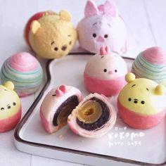 Mooncake ❤ l love yolk pastry ! Disney Desserts, Cute Desserts, Asian Desserts, Cute Snacks, Cute Food, Mooncake Recipe, Mochi, Kawaii Cooking, Cute Baking