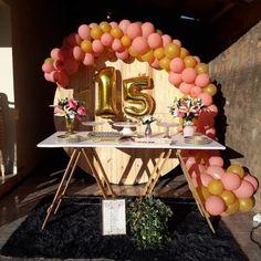 Festa de 15 anos simples: 100 decorações encantadoras e acessíveis Sweet 15 Decorations, 15th Birthday Decorations, 15th Birthday Party Ideas, Happy 15th Birthday, 15 Birthday, Quinceanera Favors, Sweet Fifteen, Backyard Birthday, Sweet Sixteen Parties