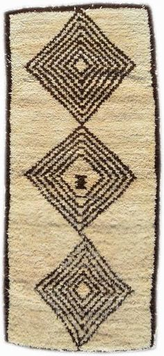 I cannot believe that we have been able to find such beautiful rugs like this one, we have been buying for two years here in Morocco and the connections that we have made allow us to bring you rugs li