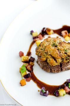 Rinderfilet mit Maronenkruste und dazu bunte Röstkartoffeln von den [Foodistas] - Filet of Beef with colorful potatoes - http://foodistas.de/ #kahla #kahlaporzellan