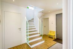 Familie Köglberger aus St. Peter hat besonders die gute Beratung durch ihren Hausberater und die Betreuung von Polier und Bauleiter gefallen. Stairs, Loft, Bed, Furniture, Home Decor, Counseling, Build House, Homes, Stairway