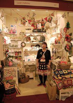 (A través de CASA REINAL) >>>>  country living christmas fair 2010 last day by leah halliday, via Flickr