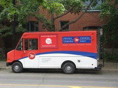 A Montreal: CAMION POSTE CANADA