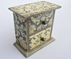 ROMANTIC SECRETS/ Vintage look/ MINI jewellery wooden by ellinna