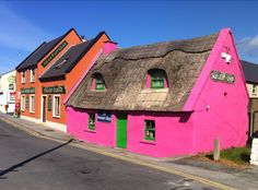 Doolin, Ireland. I'm pretty darn sure we went in this shop. Rhonda bought a tie for one of our friends in the Hall here. ❤❤❤ -mia
