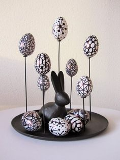 Easter Decorations 422916221243866772 - Osterdekoration in schwarz weiss Source by Clay Art Projects, Projects To Try, Rock Crafts, Diy And Crafts, Diy Osterschmuck, Kitchen Ornaments, Diy Easter Decorations, Puppy Food, Easter Holidays