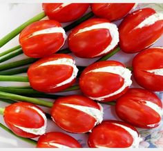 Awesome Super Cherry tomato tulips with cheese for an aperitif 10 byte healthy habits for a much bet Easter Appetizers, Appetizers For Party, Appetizer Recipes, Appetizer Ideas, Cheese Appetizers, Clean Eating Snacks, Healthy Snacks, Healthy Breakfasts, Protein Snacks