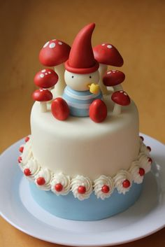 Gnome & mushroom cake......cutie <3