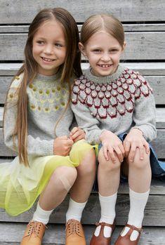 Pt 154-11 - Rundfelt genser | Rauma Garn Diy Knitting Projects, Knitting For Kids, Knitting Patterns, Crochet, Clothing, Elegant, Threading, Outfits, Clothes