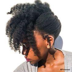 #3 Chignon facile : chignon banane Pelo 4c, Pelo Afro, Cabello Afro Natural, Pelo Natural, Natural Hair Cuts, Natural Hair Updo, Coily Hair, 4c Hair, Frizzy Hair