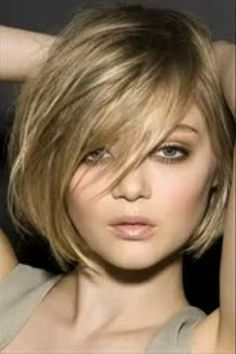 Thick Short Bob Hairstyles with Bangs Bob Hairstyles For Thick, Hairstyles With Bangs, Pretty Hairstyles, Hairstyles 2018, Blonde Hairstyles, Hairstyle Ideas, Hair Ideas, Medium Hair Styles, Short Hair Styles
