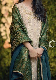 Shadi Dresses, Pakistani Formal Dresses, Pakistani Dress Design, Indian Dresses, Indian Outfits, Pakistani Fashion Party Wear, Pakistani Wedding Outfits, Bridal Outfits, Stylish Dresses