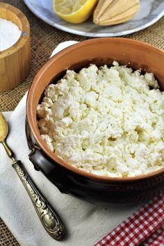 Make your own Homemade Ricotta! 3 ingredients, 3 simple steps and about half an hour later you'll have fresh ricotta for your favorite recipes! Italian Desserts, Italian Recipes, Vegan Recipes, Italian Foods, Cheese Recipes, Sicilian Style Pizza, Delicious Desserts, Yummy Food, Yummy Appetizers