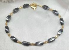 Ankle Bracelets Gold, Womens Ankle Bracelets, Ankle Jewelry, Fashion Bracelets, Gold Anklet, Anklets, Bracelet Designs, Beaded Jewelry, Diy Jewelry