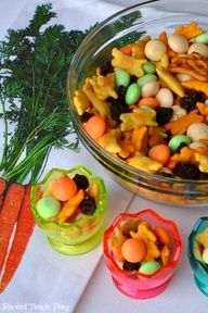 Easiest Ever Easter Snack Mix -- great to serve for play dates, Easter egg hunts, Easter gatherings, and just for snack time! From Parent Teach Play. Nice gift for neighbors in a mason jar