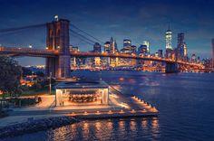 1. Нью-ЙоркЭтот город завораживает, поражает и покоряет. У него особенный стиль и узнаваемые очертания крыш высоток на Манхэттене, являющемся деловой и модной столицей города. Здесь расположена знаменитая на весь мир Пятая авеню с бутиками, банками, офисами крупнейших компаний мира. Если вы хотите почувствовать ритм жизни «Большого яблока», то стоит посетить именно эту улицу.
