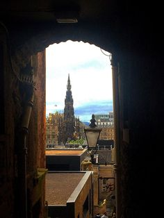15 Edinburgh Scotland Travel Mistakes to Avoid So that You Can Pretend You're A Local (And Maybe Even Pull It Off. But My Scottish Accent Sucks so There's No Hope for Me) - Girl with the Passport