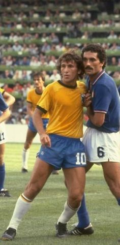Zico of Brazil and Claudio Gentile of Italy mark each other during the World Cup Second Round match at the Sarria Stadium in Barcelona Spain Italy. Football Icon, Best Football Players, National Football Teams, World Football, Sport Football, Soccer Players, Football Shirts, 1982 World Cup, Fifa World Cup
