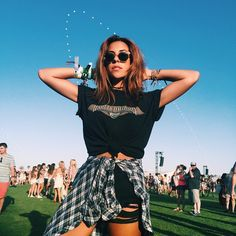 Tip: wear your fave artist at the music festival and wrap a flannel to complete the outfit. #2020AVEXFESTIVAL