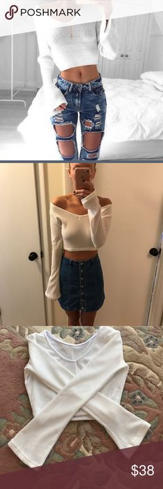 """NWT white knit long sleeve cropped jumper Approx 17.5"""" across the bust (measured armpit to armpit), approx 14.5"""" long, elastic around bottom hem can stretch to 18"""" across but I stretched is approx 12"""". Sleeves are approx 19"""" long from armpit to hem of sleeve. Tag says medium but definitely fits like a """"True to size Small) ❗️Price firm unless bundled❗️✈️Ships same or next day✈️ boutique Tops Crop Tops"""
