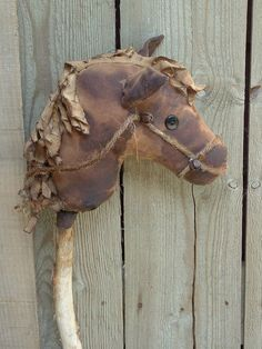 Love this little rustic horse
